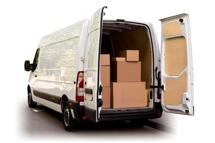 Transporter-Van mit Paketen
